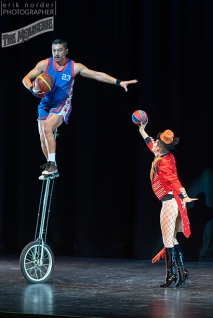 Basketball Jones Show and Hugo Grrrl photo by Erik Norder